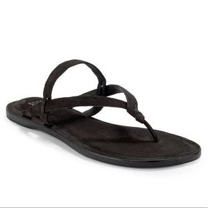 Eileen Fisher flat bare thong sandals black 6